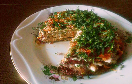 Печёночный торт с морковью и зеленью