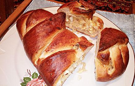 Пирог из дрожжевого теста с капустой и яйцом