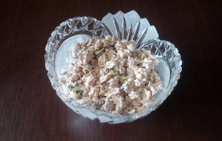 салат куриный с грибами и орехами готов