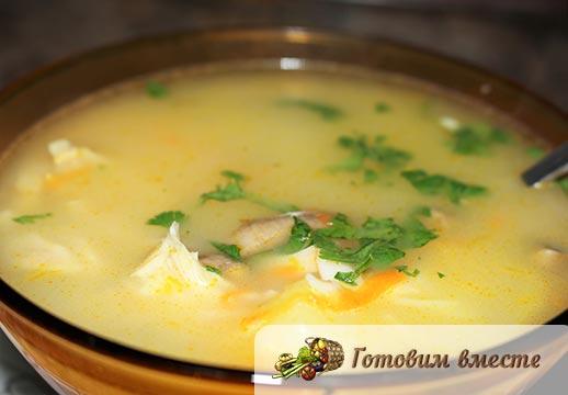 Быстрый колбасно-сырный суп готов
