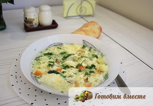 Яичный суп с вермишелью готов